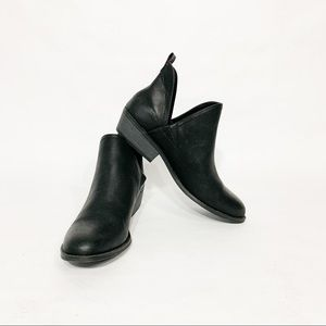 Universal Thread NWOB Faux Leather Black Booties